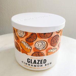 Bath and body works glazed cinnamon bun candle BBW
